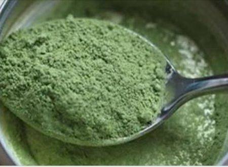Questa polvere verde contiene più proteine, ferro e calcio di carne e latte