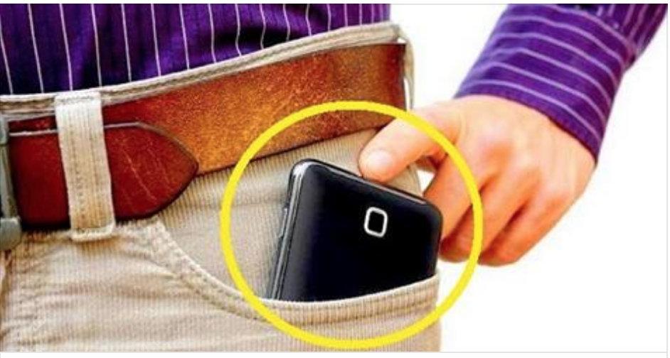 cellulare nella tasca dei pantaloni
